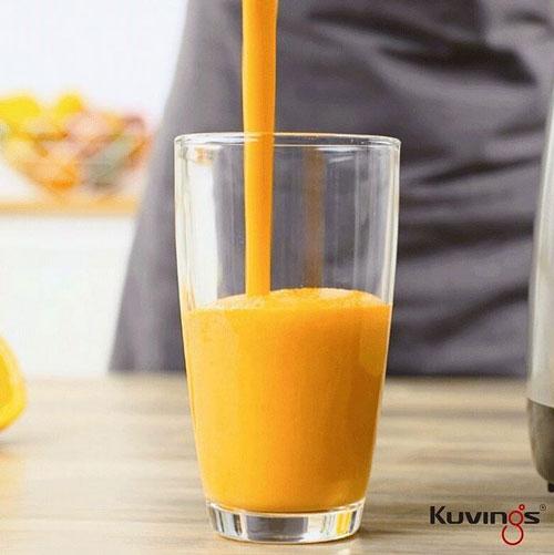 Świeżo Wyciśnięty Sok z Pomarańczy za Pomocą  Squeezera Kuvings